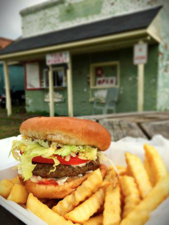 Bamberg, SC: Your Mommas in the Alley - A Burger and fries that were AMAZING!