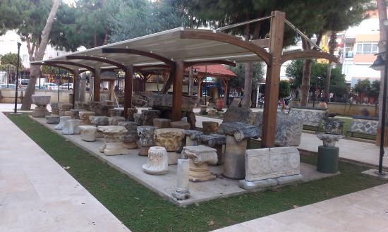 Ekspozycja w ogrodzie - Picture of Alanya Arkeoloji Muzesi ...
