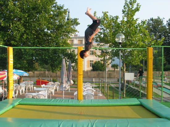 Caslano, Szwajcaria: Trampolini elastici
