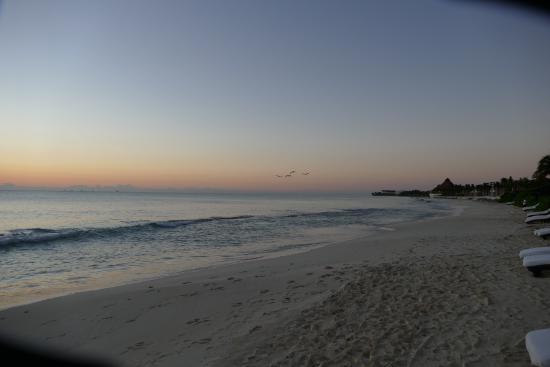 Rosewood Mayakoba: beach view looking south