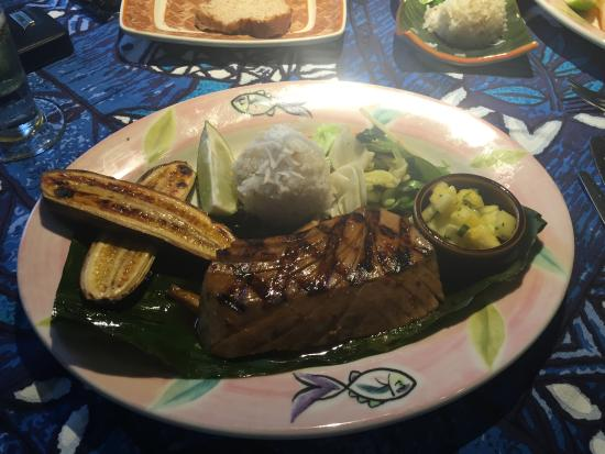 Paia, Havai: Grilled Ahi with coconut rice