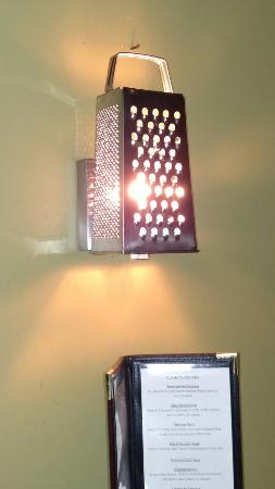 Boalsburg, Pensilvania: Yes folks, it's a cheese grater in disguise of a wall sconce...