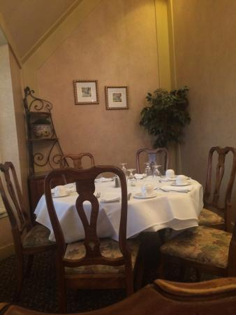 cozy family table in dining room picture of ethan allen hotel rh tripadvisor ie