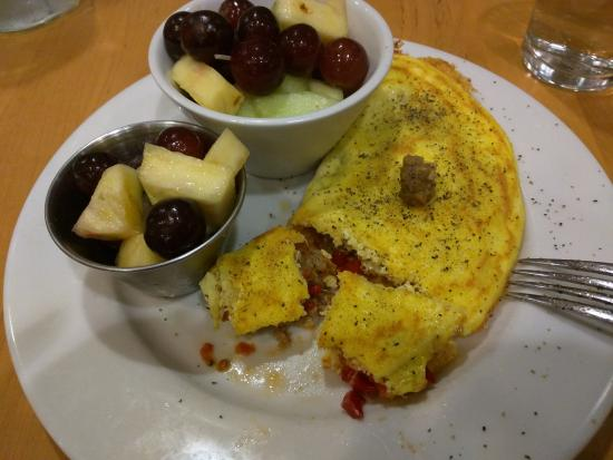 Johns Creek, GA: Via Veneto Omelet with fruit side