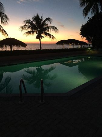 Aqua Bay Club : Pool at Night