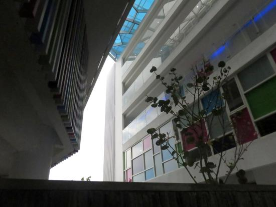 in between the building picture of berry glee hotel kuta rh tripadvisor com