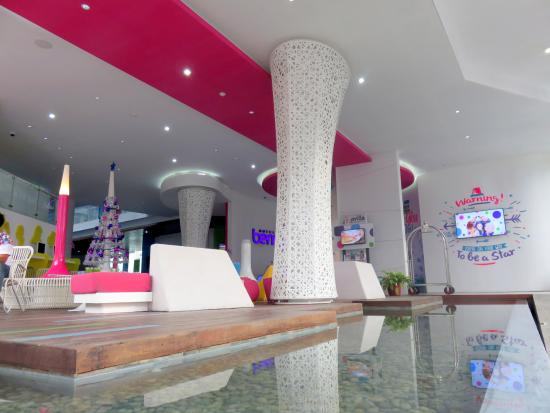 lobby entrance picture of berry glee hotel kuta tripadvisor rh tripadvisor ca