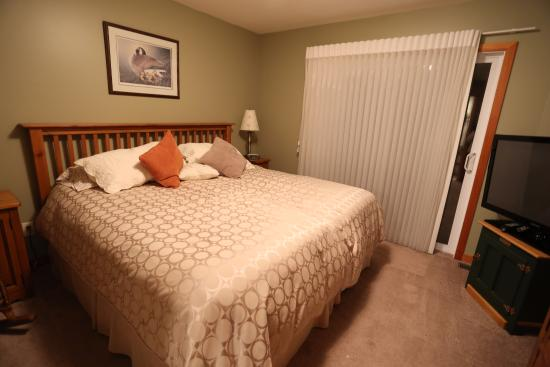 The Poplar Inn: Very comfortable bed