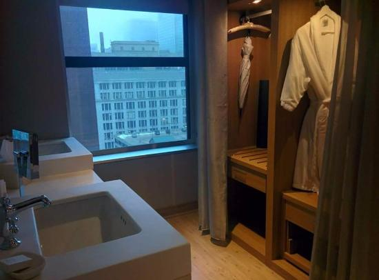 Hotels In Chicago >> Bathroom Picture Of Virgin Hotels Chicago Chicago Tripadvisor