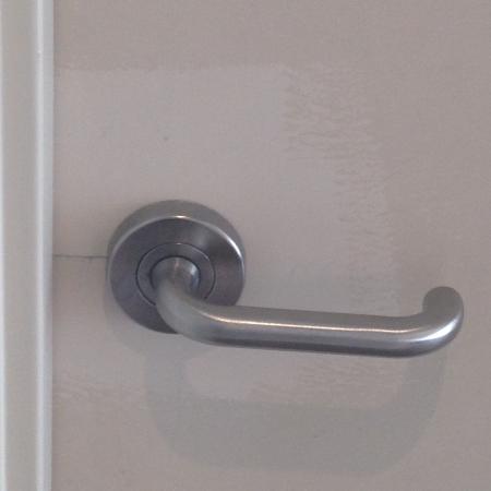 Abode Hotel Woden: Unpainted door