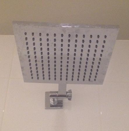 Abode Hotel Woden: Large square shower head