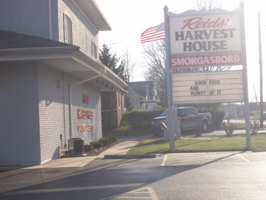 Chester, IL: Reid's Harvest House Smorgasbord