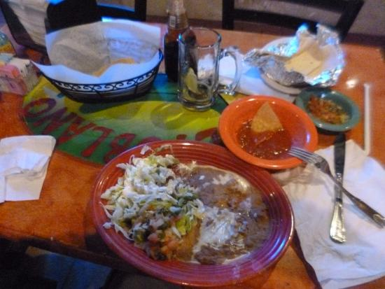 El Poblano: salad and chips with hot sauce