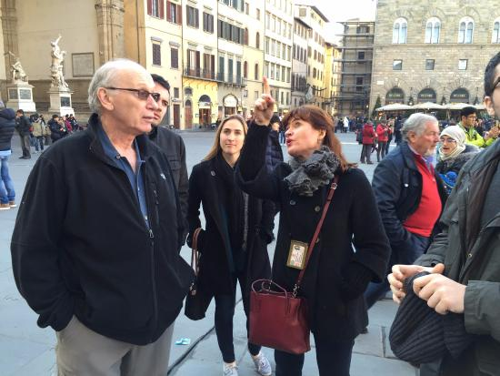 Artviva: The Original & Best Tours Italy : Hilde describing a landmark building