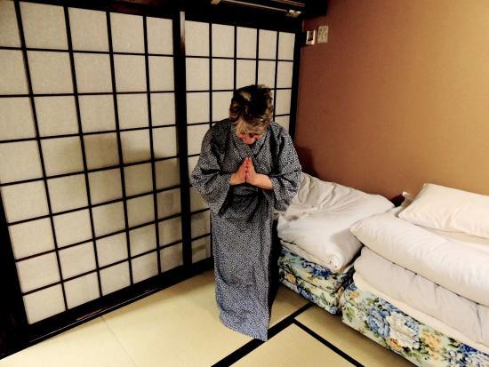 Matsubaya Inn: Futons ready for unrolling