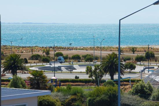 Bay Viaduct Motor Lodge : Sea views