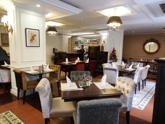 Dhavara Hotel: 食堂