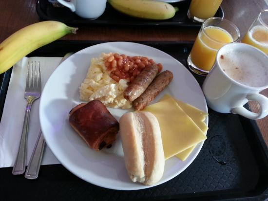 Holiday Inn Express London-Newbury Park: Desayuno del hotel