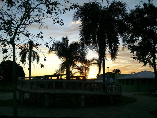 Rochedo, MS: Por do Sol na Praça Central