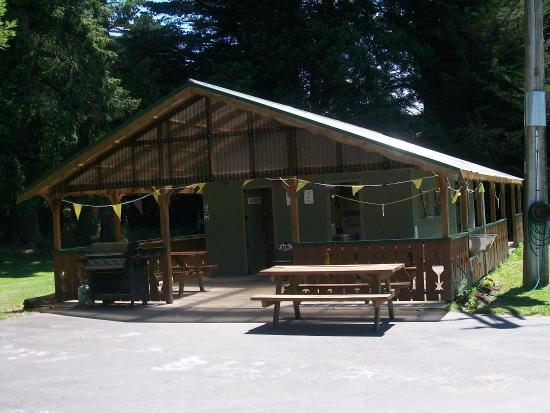 Eketahuna, Новая Зеландия: Kitchen & Laundry