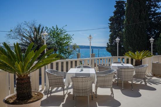 Kastel Luksic, Croácia: Terrace view breakfast buffet