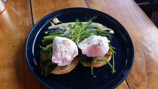 Inglewood, Australia: Big green breakfast - spinach, avocado, asparagus, poached eggs, english muffin with hollandaise