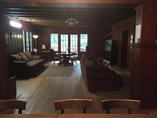 The Lodge Near Mount Rainier : Large lodge
