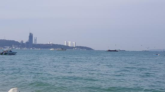 A-ONE Pattaya Beach Resort: Beach area
