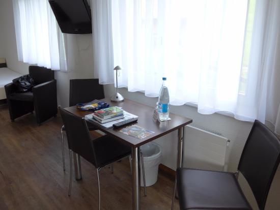 Ferien- und Familienhotel Alpina: Schreibtisch