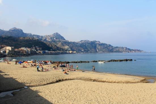 Hotel Costa Azzurra: Пляж напротив отеля