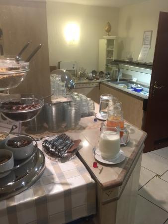 Adesso Hotel Schweizer Hof: Frühstücks- Büfett