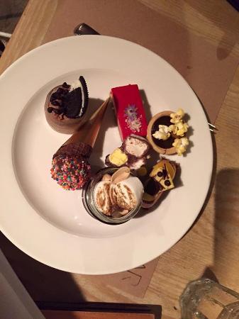 Bazaar: Dessert plate 1