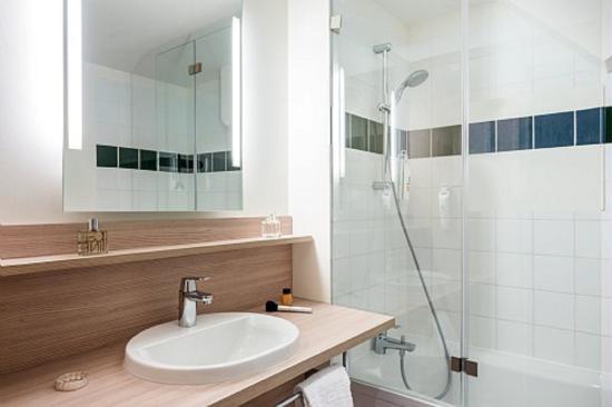 salle de bain photo de ibis styles paris velizy v lizy