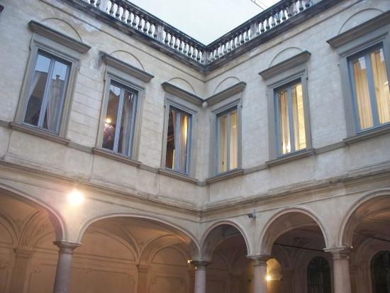 Cortile interno foto di palazzo morando milano for Palazzo morando