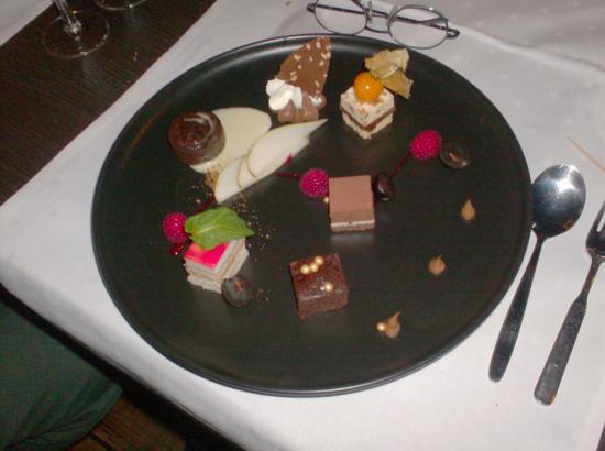 Boom, เบลเยียม: dessert bord prachtig gedresseerd en lekker