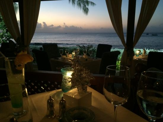 Holetown, Μπαρμπάντος: Dining at Tides restaurant.