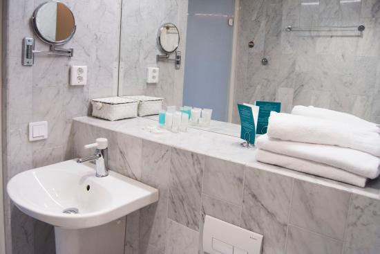 First Hotel Fridhemsplan: Bathroom