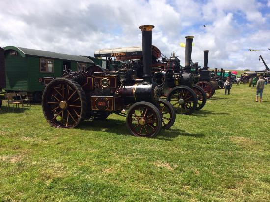 Steyning, UK: A Steam Engine Line Up