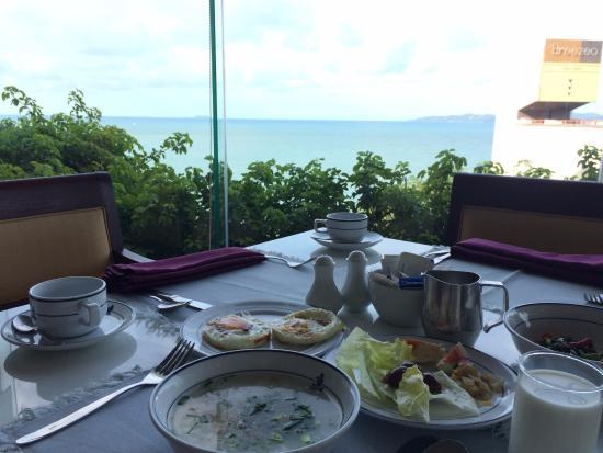 Royal Cliff Beach Hotel: วิวห้องอาหารเช้าแบบบุฟเฟ่ต์