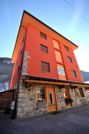 Valbondione, อิตาลี: tranquillo hotel con parcheggio 12 camere