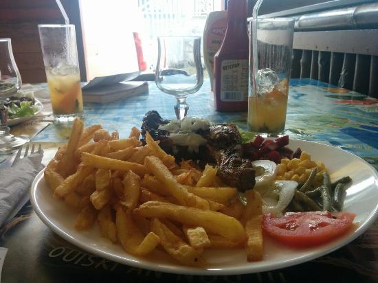 Basse-Terre Island, Guadalupe: Poulet, frites, crudités et planteur !