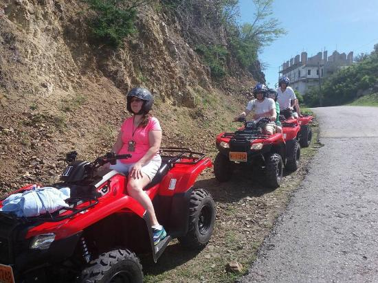 Oyster Pond, St Marteen/St. Martin: Down hill excitement