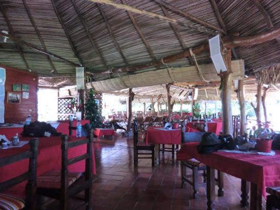 La Ensenada Lodge: レストラン内部