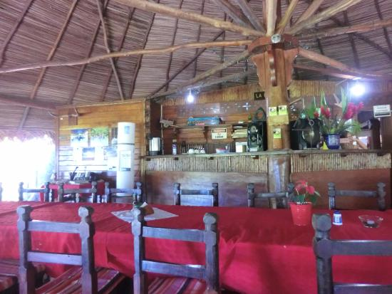 La Ensenada Lodge: レストランのカウンター