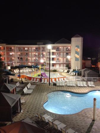 panoramica della vista fronte piscina picture of embassy suites by rh tripadvisor com