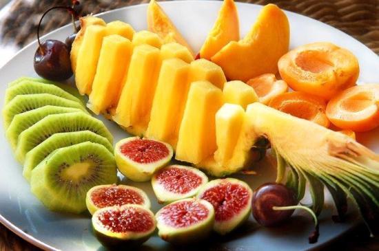 Shema Villa Bed and Breakfast Cyprus: Fresh local fruit platter