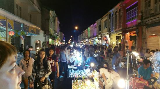 Sunday Walking Street Market (Lard Yai) - Picture of ...