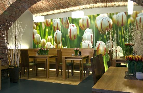 Tulip Restaurant: Tulip