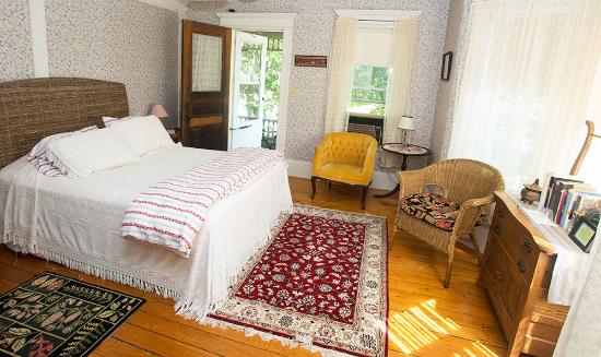 Shelburne Falls, MA : The Balcony Room