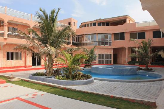 Yoff, Senegal: front view of the hotel